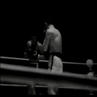 1966년 1월 23일 김기수 선수와 필리핀의 아곤실로 선수의 프로권투 논타이틀 경기가 장충체육관에서 열렸다. 이 경기에서 김기수 선수가 아곤실로 선수를 9회 KO로 이겼다. 김기수 선수는 1966년 6월 25일 같은 장소에서 이탈리아의 니노벤베누티 선수를 꺾고 우리나라 최초로 세계챔피언이 되었다. 원문이미지