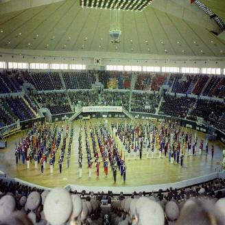 1977년 4월 20일 잠실 학생체육관이 개관하였다. 경기장 총면적 400여 평, 수용인원 12,000여 명으로, 당시 우리나라 실내체육관으로는 인천 선인체육관에 이어 두 번째로 큰 규모였다. 원문이미지