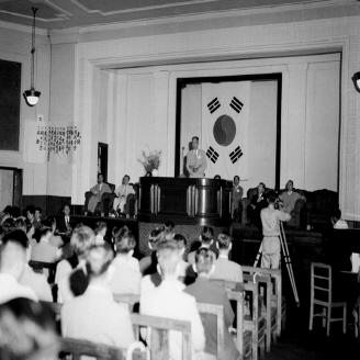 1954년 7월 17일 학술원 및 예술원의 개원식이 서울대학교 대강당에서 열렸다. 학술원 및 예술원은 민족문화의 발전과 향상으로 목적으로 창설되었다. 원문이미지