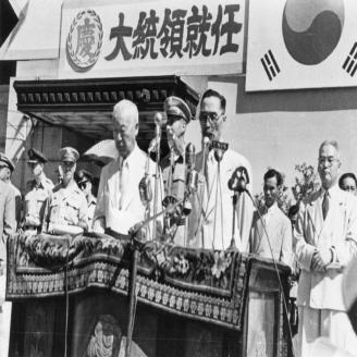 1948년 7월 24일 이승만 대통령의 취임식이 당시 중앙청 앞 광장에서 열렸다. 사진은 취임식 연설 모습이다. 원문이미지