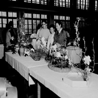 1961년 10월 16일 서울 종로 YMCA 강당에서 제1회 꽃잔치가 개최되었다. 이 행사는 우리나라 1호 플로리스트를 비롯하여 40여 명의 작품이 선보였다. 원문이미지