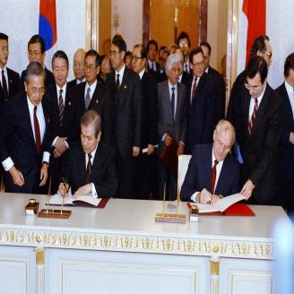 1990년 12월 14일 노태우 대통령과 고르바초프 대통령은 소련 크렘린 궁에서 한-소정상회담을 갖고 '한·소 관계의 일반원칙에 관한 선언'을 발표했다. 원문이미지