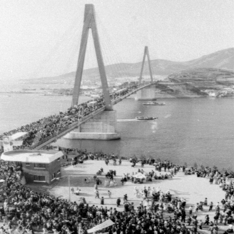 1984년 12월 15일 전남 여수시와 돌산섬을 잇는 돌산대교가 개통되었다. 돌산대교는 길이 450m, 폭 11.7m로, 총 180억 원의 사업비가 투입되었다. 원문이미지