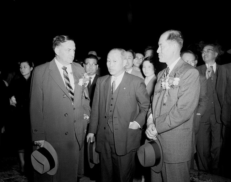 William E. Warne원 유엔경제조정관및송인상부흥부장관구용서상공부장관과담화