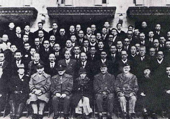 남조선과도입법의원의 개원 기념 단체사진