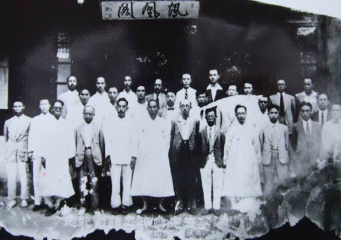 조선표준어 사정위원회 회원들의 기념촬영