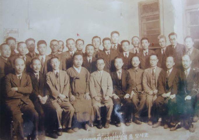 조선어학회 회원들의 기념촬영