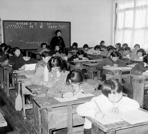 군사 원호청 유가족자녀 중학교 입시광경