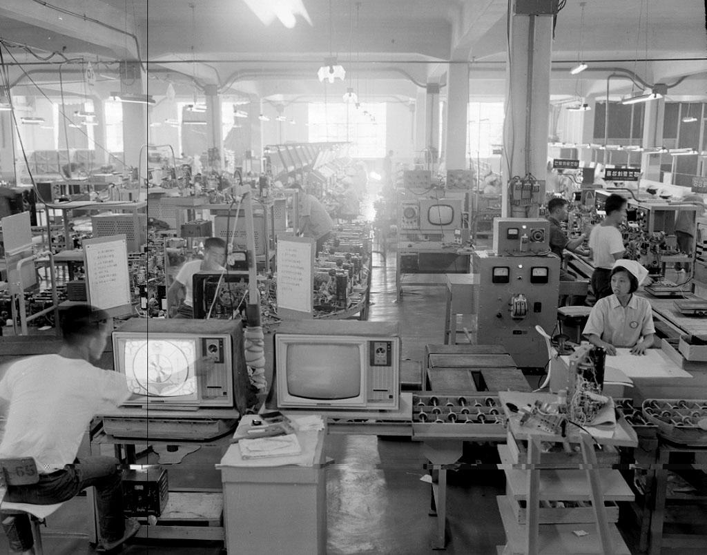 금성 라디오 공장 작업광경